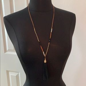 Francescas necklace with leather and beads